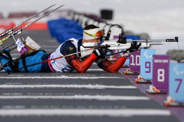 Первое «золото» нашей сборной на Паралимпийских играх в Сочи принёс биатлонист Роман Петушков, победивший в категории «сидя» на дистанции 7,5 км.