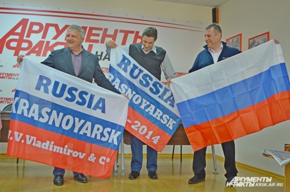 "С флагом - в пресс-центре ""АиФ на Енисее""."