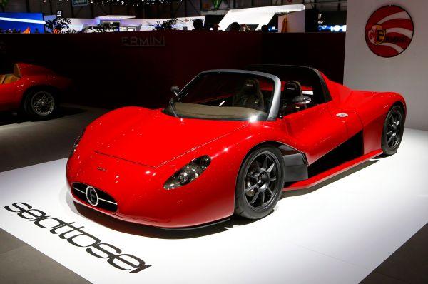 Компания Ermini показала свой новый родстер Seiottosei, 686-килограммовый автомобиль с 320-сильным двигателем Renault.
