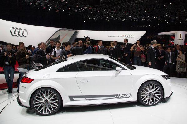 Audi представила новую «горячую» версию своей знаменитой машины TT. Audi TT Quattro Sport построена на платформе MQB. Интересно также, что инженерам удалось снизить вес автомобиля, который теперь на 50 кг легче предшественника.