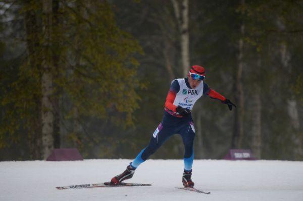 Затем биатлонист Азат Карачурин занял первое место в гонке на 12,5 км «стоя» и довёл общий счёт золотых медалей сборной России до десяти.