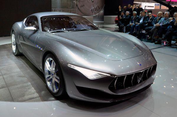 Концепт нового спорткара представила Maserati – он назван Alfieri, в честь одного из братьев Мазерати. Этот концепт призван показать новое направление Maserati в дизайне машин категории GT.