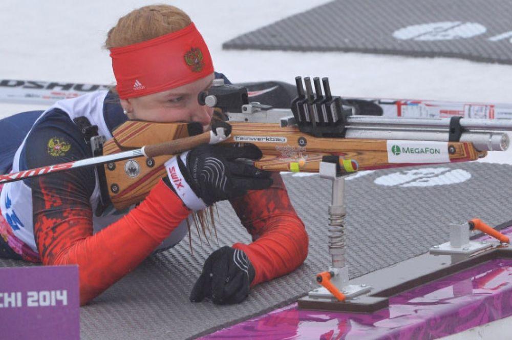 Российская биатлонистка Алёна Кауфман (на фото) завоевала девятую золотую медаль нашей команды – Алёна выиграла гонку на 10 км «стоя». Третьей к финишу пришла ещё одна россиянка – Наталья Братюк.