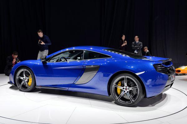 Ряд новинок представила британская компания McLaren. Одной из них стал новый спорткар 650S, промежуточный вариант между 12C и флагманским автомобилем P1.