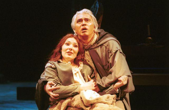 Екатерина Сюрина и Дмитрий Хворостовский в опере «Риголетто». 2000 год.
