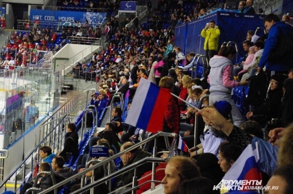 Наши болельщики пришли на игру США - Корея с российскими триколорами, ими и размахивали.