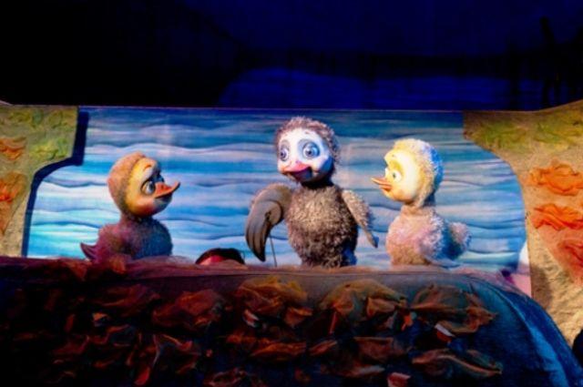 Сцена из спектакля «Серая шейка»