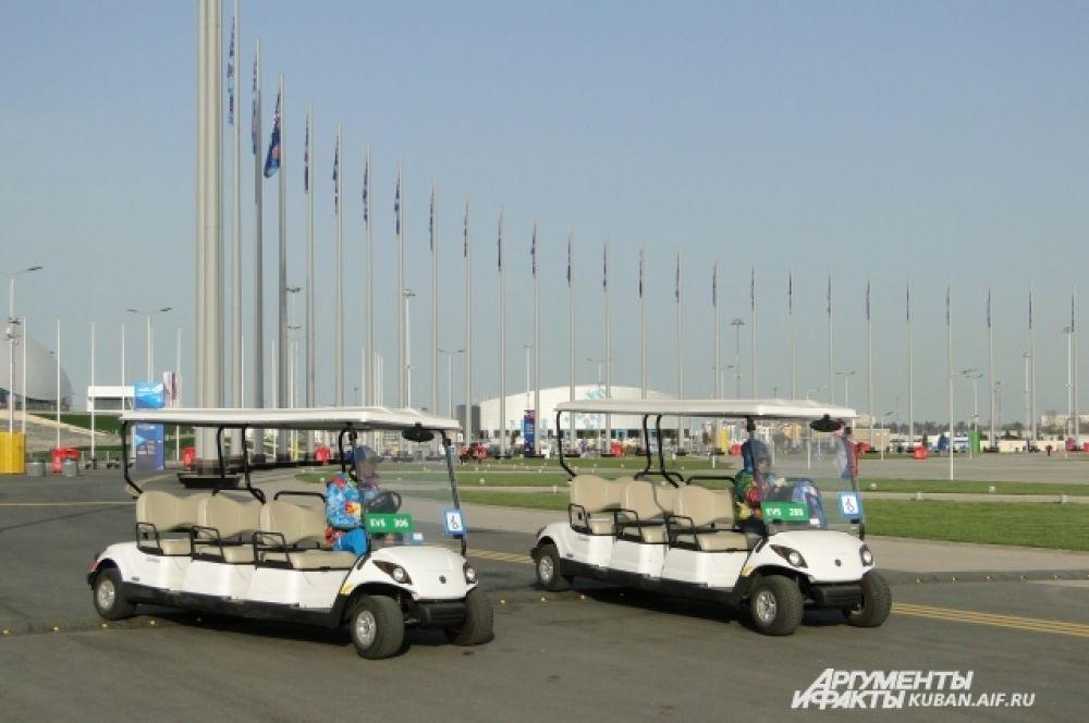 По парку можно прокатиться на гольф-карах.