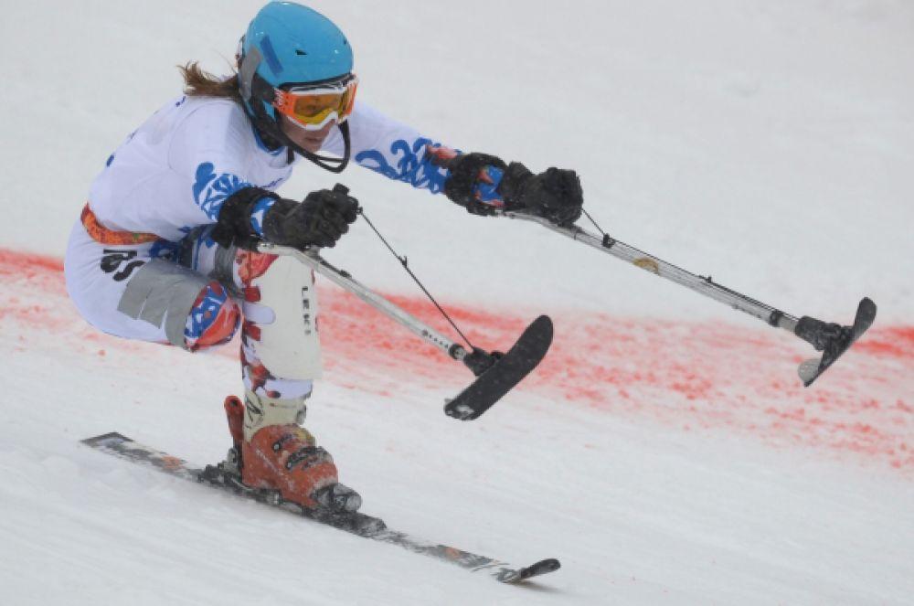 Российская горнолыжница Инга Медведева завоевала серебряную медаль в слаломе в категории «стоя».