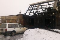 В Омске из-за пожара пострадала молодая семья.