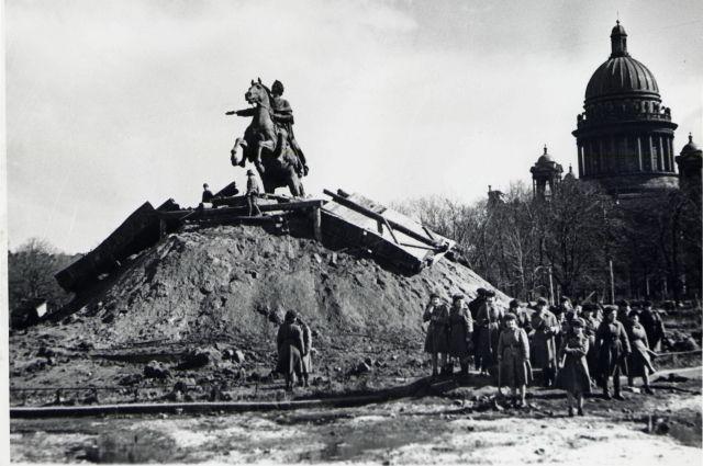 Все памятники-ориентиры были замаскированы.