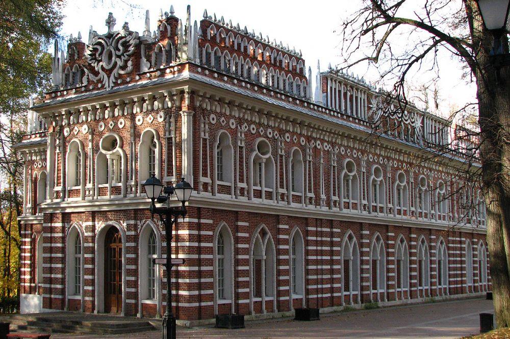 После смерти Баженову стали приписывать множество зданий, к которым он не имел никакого отношения. Особенно эта тенденция усилилась в советское время.