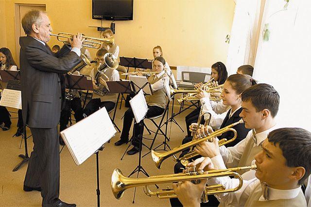 Инструменты для оркестра собирали по всем Домам культуры.