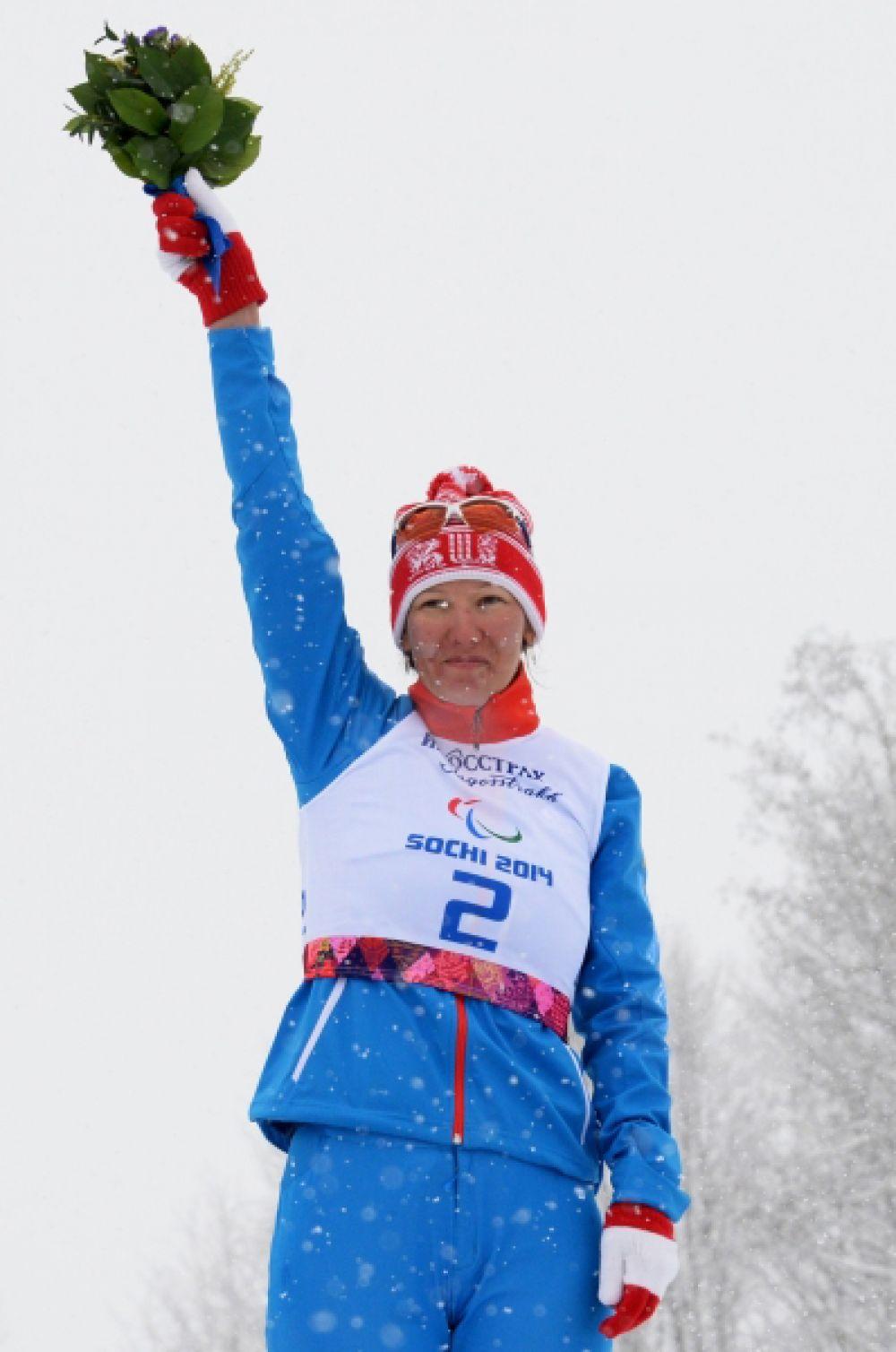 Затем Анна Миленина одержала победу в лыжном спринте на 1 км в категории «стоя».