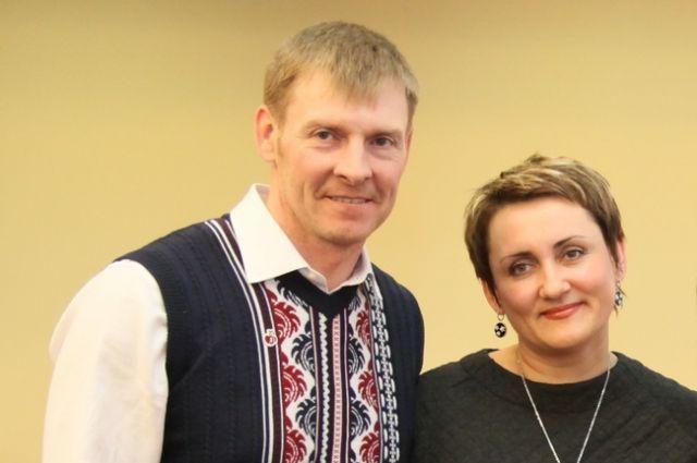 Александр Зубков со своим тренером - женой Татьяной Зубковой.