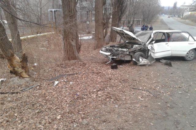 Внук с друзьями угнали и разбили дедушкин автомобиль