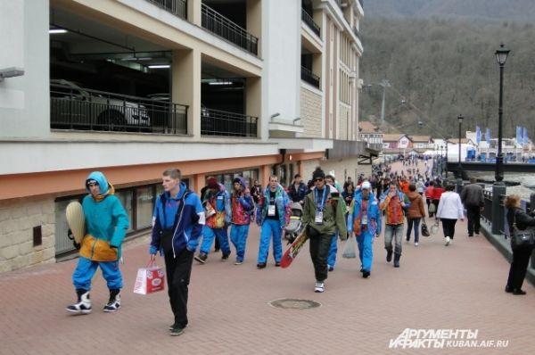 Тот, кто уже побывал в Олимпийском парке, стремится увидеть Красную Поляну.