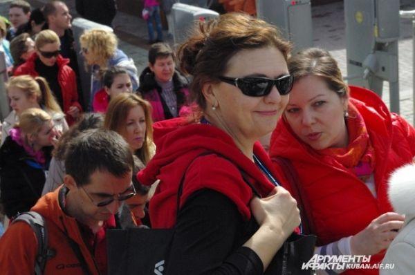 Среди туристов - не только лыжники-любители, но и просто желающие полюбоваться горными пейзажами.