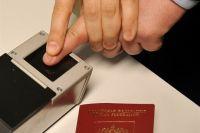 В загранпаспортах будут отпечатки пальцев.