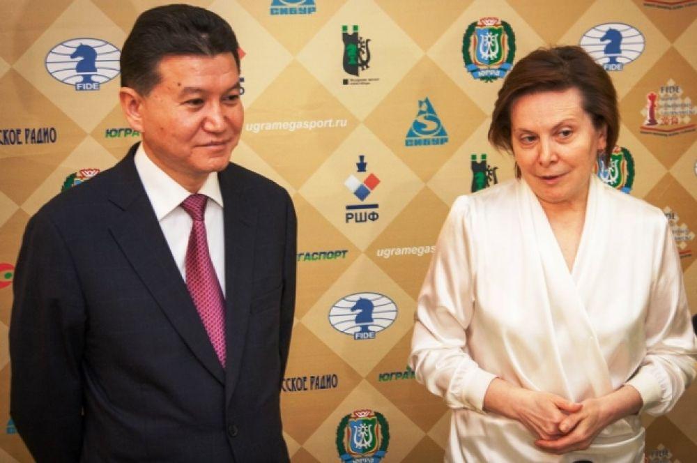 Первыми с приветственным словом выступили глава региона Наталья Комарова и президент ФИДЕ Кирсан Илюмжинов.