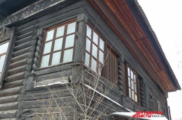 На деревянной галерее жильцы пили чай вечерами.