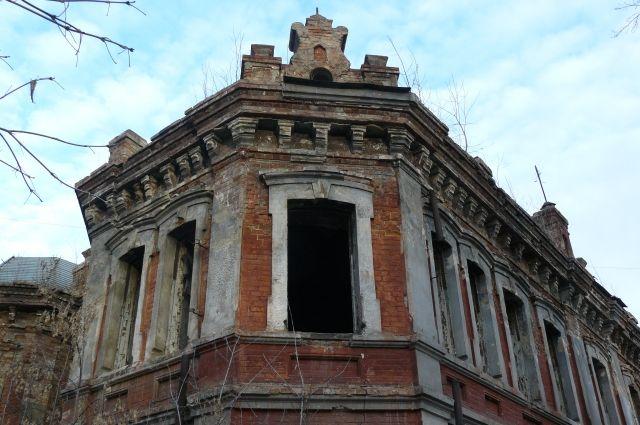 В центре Красноярска погибает уникальный особняк.