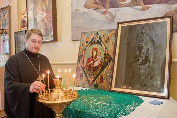 Чудотворный отпечаток иконы на киоте, Свято-Михайловский храм, ст. Курджипская