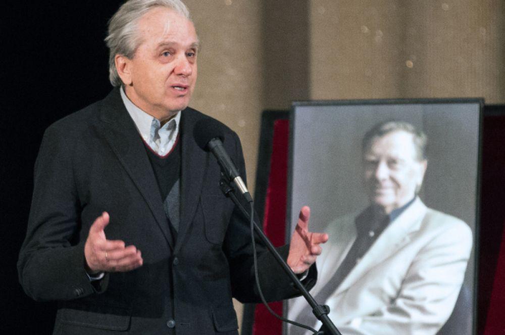 Актёр Евгений Стеблов на траурной церемонии выступил с речью.
