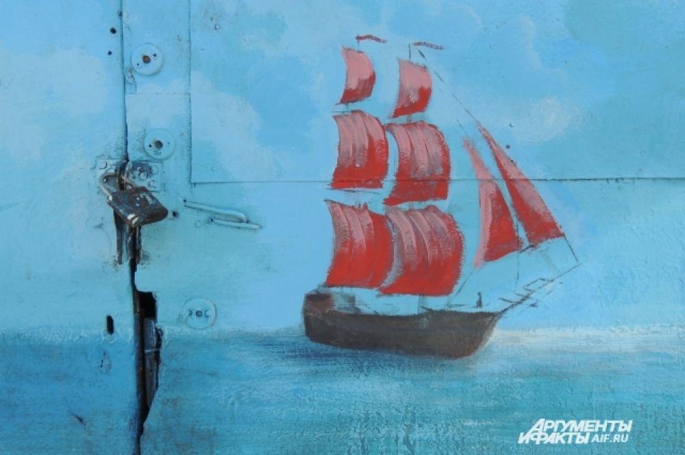 Кораблик на двери.