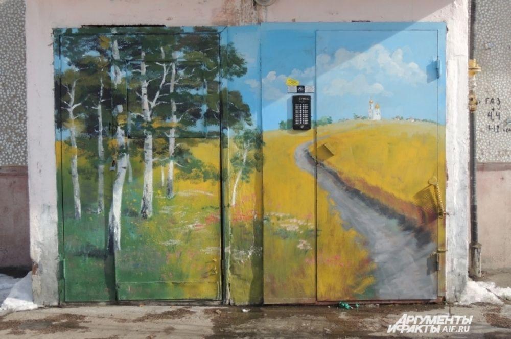 Русские пейзажи на подъездах дома.