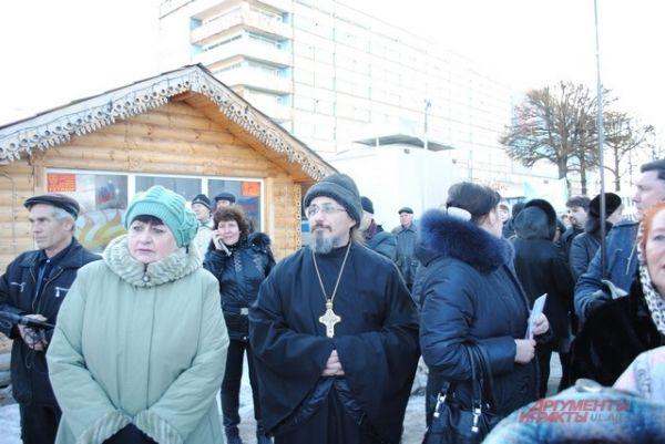 Отец Димитрий – ключарь кафедрального Германовского собора, выступая, отметил общие корни двух народов, но выбор – за самими украинцами.