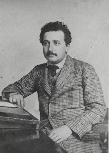 В 1905 году были опубликованы три выдающиеся статьи Альберта Эйнштейна, в одной из которых впервые была описана Специальная теория относительности – наивысшее достижение учёного.