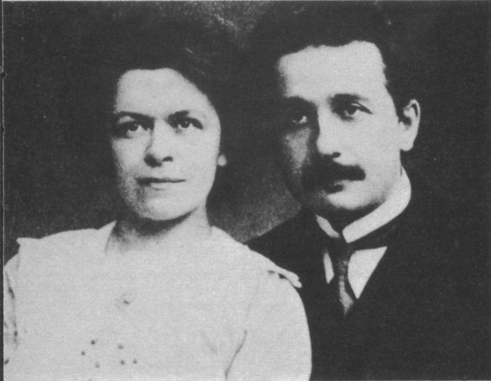 В то же время Эйнштейн впервые женился – в 1905 году его супругой стала Милева Марич, она была единственной девушкой, учившейся с Эйнштейном на одном курсе.