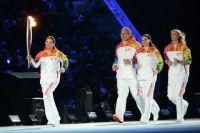 Алина Кабаева с олимпийским факелом. Александр Карелин, Елена Исинбаева и Мария Шарапова.