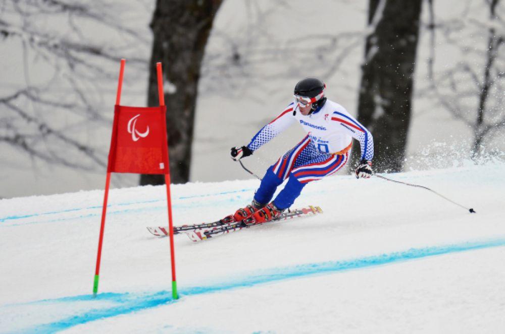 Горнолыжник Валерий Редкозубов завоевал золотую медаль в суперкомбинации среди спортсменов с нарушением зрения на Паралимпиаде в Сочи.