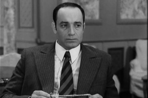 Валентин Гафт сыграл Геверница, работающего на ЦРУ, в шпионском детективе «Семнадцать мгновений весны».