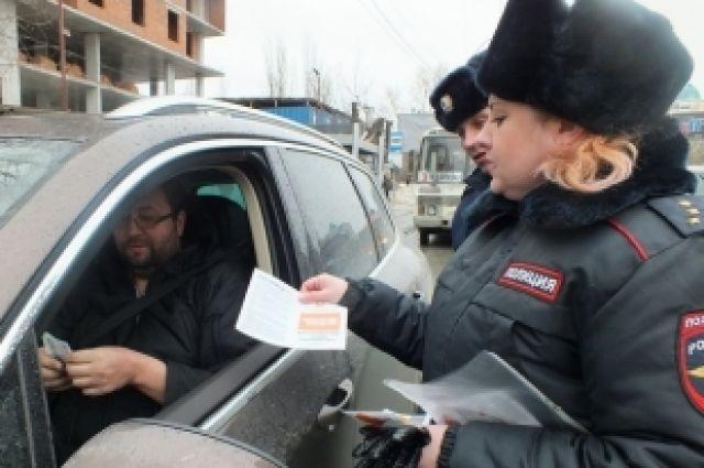 Сотрудники ГИБДД  напоминают новосибирским водителям о правилах дорожного движения.