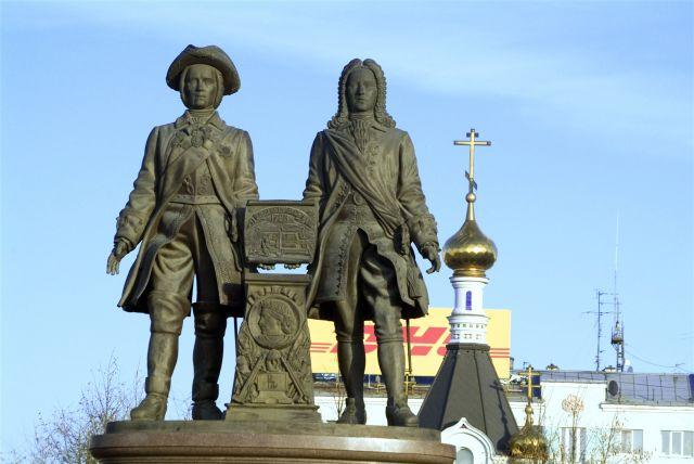 В столице Урала на площади Труда прошел пикет за мир