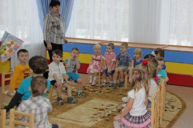 Чтобы попасть в детский сад, детей ставят на очередь с рождения.
