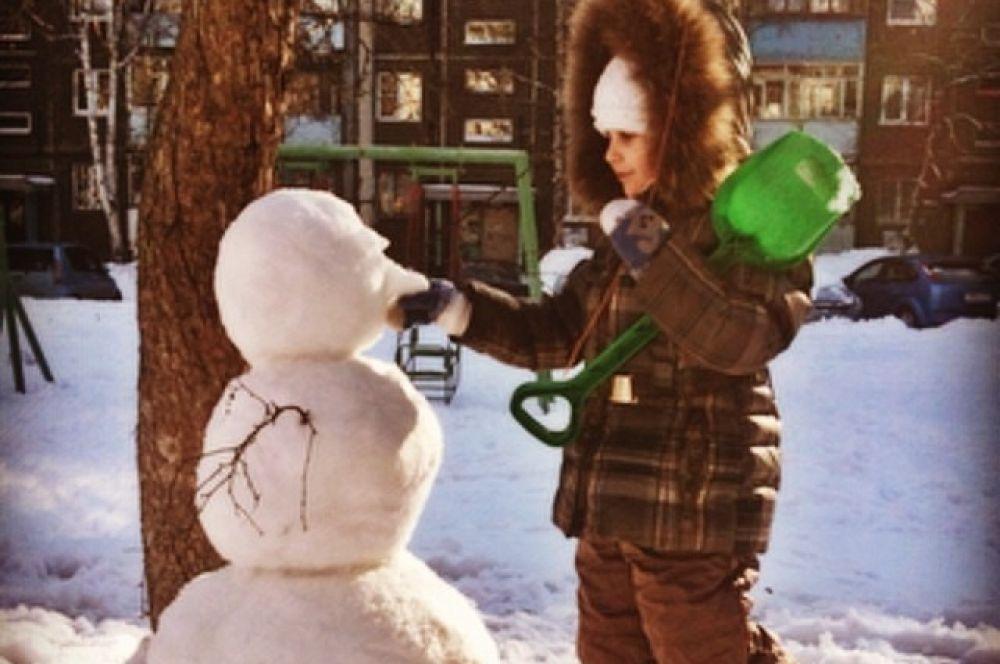 А о том, что снеговик - это настоящая детская радость и говорить нечего.