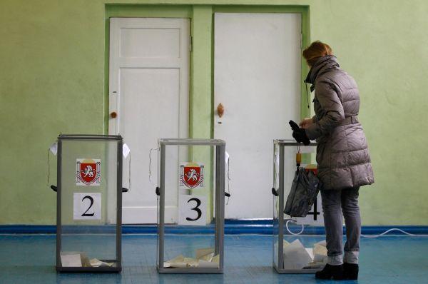 Международные наблюдатели, прибывшие накануне в Крым, оценили подход местных властей к этому вопросу с положительной точки зрения.