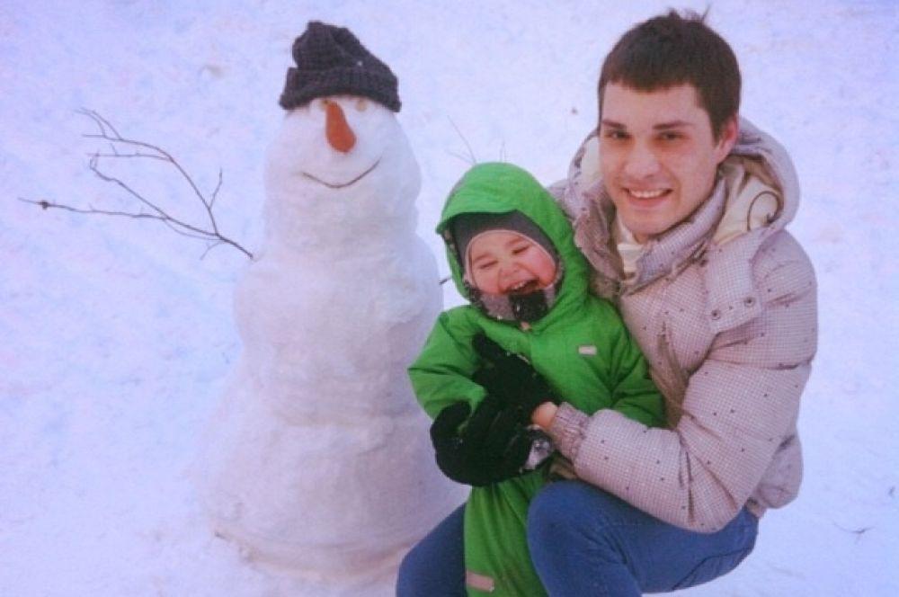 Для таких милых снеговиков даже шапки не жалко.