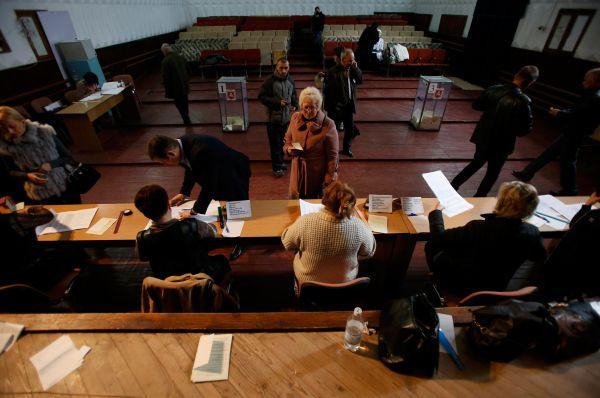 Первые официальные результаты плебисцита, по словам главы комиссии Верховного совета по подготовке референдума Михаила Малышева, будут обнародованы до конца воскресенья. Окончательные результаты подведут уже 17 марта.