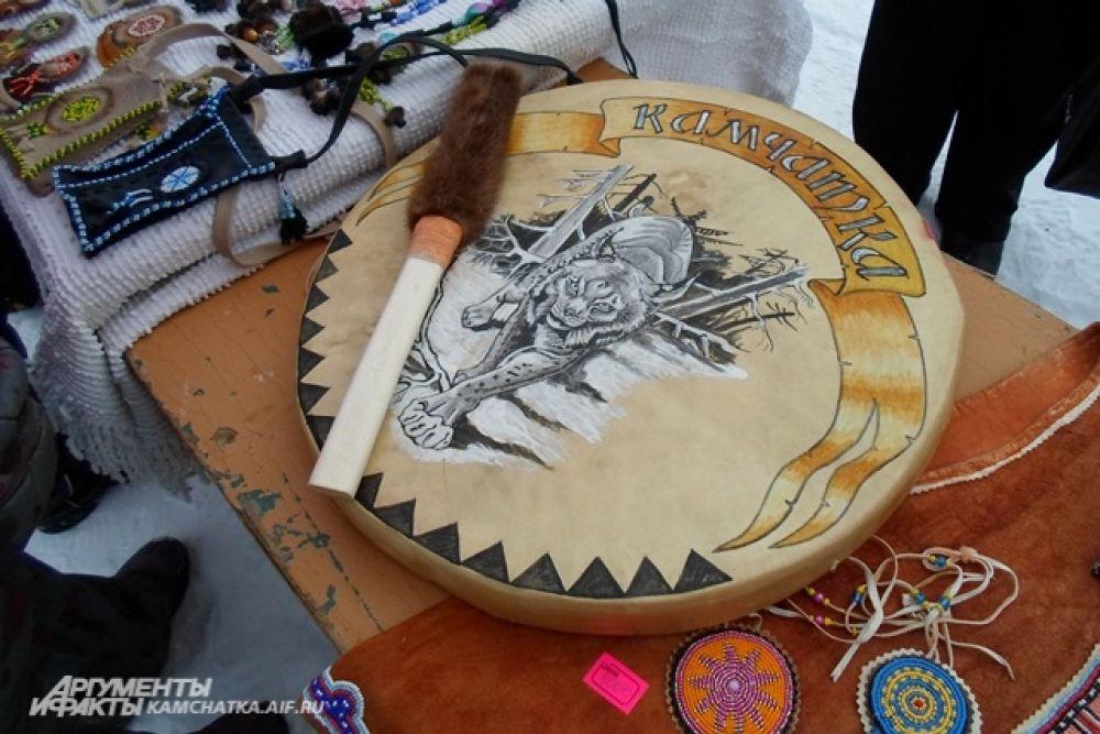 Настоящий шаманский бубен можно было купить за три тысячи рублей.
