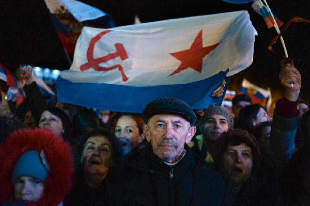 В общей сложности за присоединение к России проголосовали 1 миллион 233 тысячи 2 человека. Об этом заявил глава комиссии по проведению референдума Михаил Малышев.