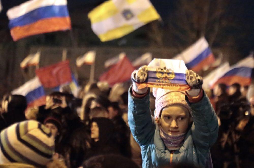 «Мы сделали это, мы победили! Именно мы, крымчане, за эти две недели перевернули весь мир вверх ногами и сказали, что именно мы вернёмся домой, в Россию!» — заявил спикер Верховного совета Крыма Владимир Константинов.