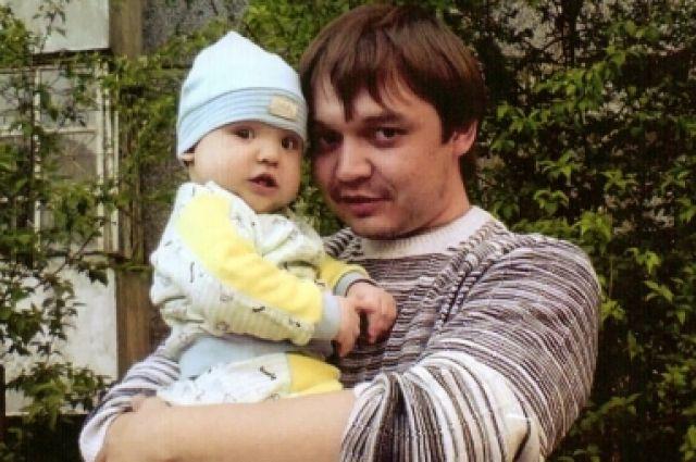 Омские судебные приставы ищут отца и сына.