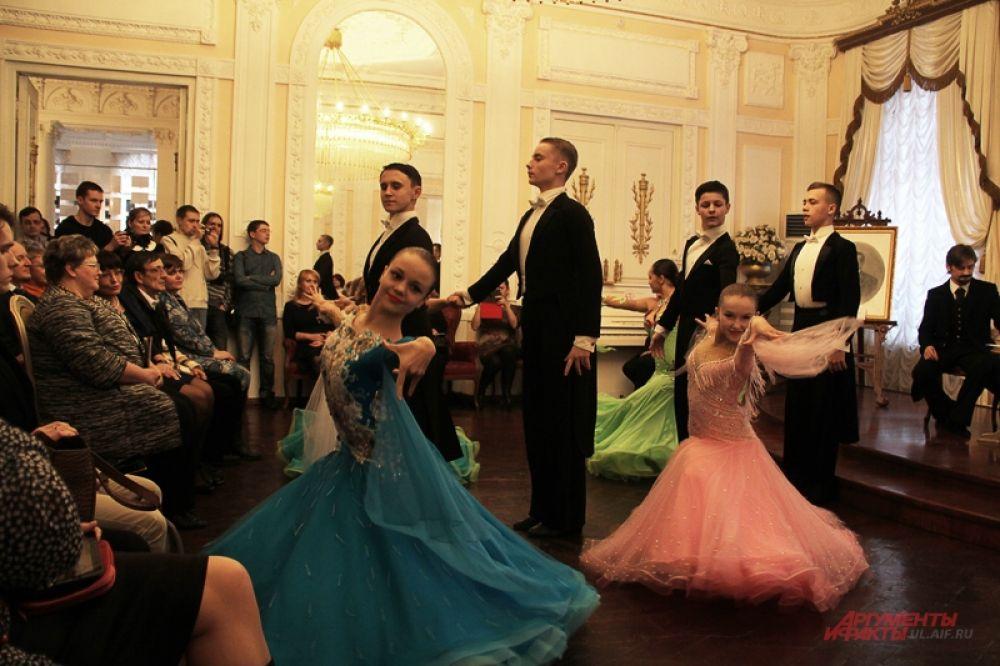 Как и всякий приём в приличном симбирском доме, мероприятие началось с бальных танцев.