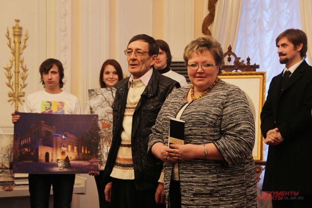 Победителю, Камилю Багаутдинову, заслуженную награду вручила лично Татьяна Ившина, министр искусства и культурной политики.