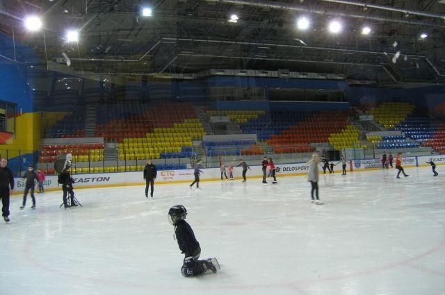 В воскресенье в спортивном комплексе «Арена. Север» прошли тематические массовые катания  «Мартовские коты»
